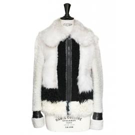 Veste en peau retournée écrue et cuir noir Px boutique 3500€ Taille 38