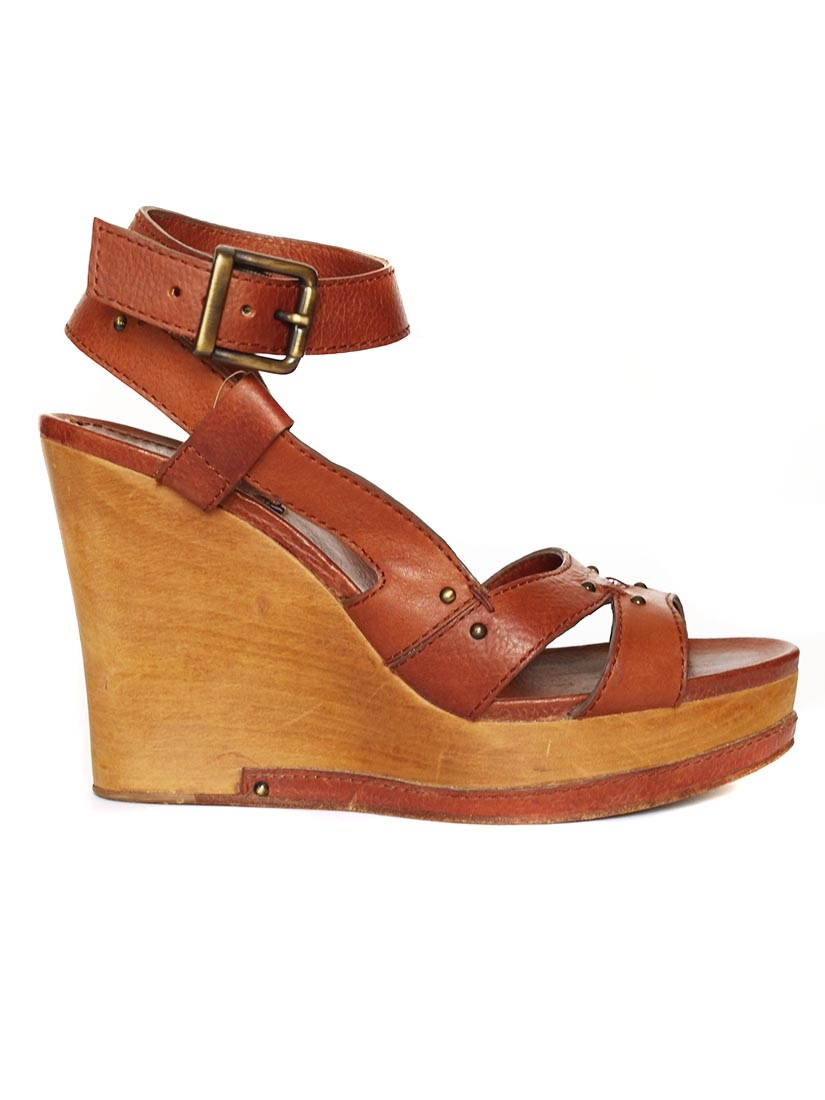 Shop our Brown Wedge Shoes selection for bold fashion statements and enjoy the impeccable quality and attention to detail. Lucky Brand products are essential accents for your personal style. Add some confidence to your everyday look with the Brown Wedge Shoes collection from Lucky Brand.