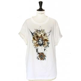 T-shirt oversized en coton blanc motif indien brodé de perles dorées et cuivre Prix boutique 650€
