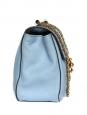 Sac Elsie medium en cuir texturé bleu ciel et chaîne dorée Px boutique 1100€