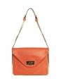 Sac Sally moyen modèle en cuir grainé orange et chaîne dorée Prix boutique 1710€