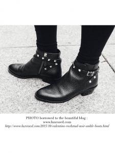 Bottines ankle boots Rockstud en cuir noir Px boutique 880€ Taille 38,5