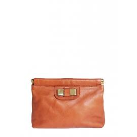 Pochette clutch LILY en cuir orange corail et noeud métallisé or Prix boutique 500€