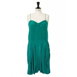 Robe à bretelles fines en soie vert émeraude Px boutique 850€ Taille 34/36
