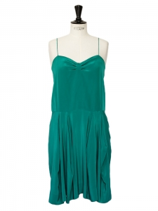 Emerald green silk spaghetti straps dress Retail price €850 Size 36