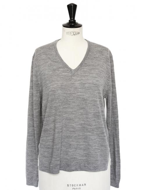 Pull col V en laine mérinos gris clair et soie blanche rayée Prix boutique 320€ Taille 36