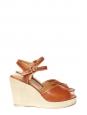 Sandales à talon compensé en cuir perforé camel et suède beige Px boutique 310€ Taille 38