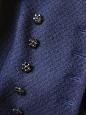 Veste Couture cintrée en laine bleu nuit et boutons bijoux Px boutique 1500€ Taille 36