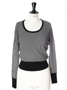 Black and white striped fine wool crew neck sweater Retail price €600 Size 34