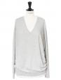 Pull fin col V manches longues en cachemire, soie et coton gris clair Prix boutique 180€ Taille 40/42