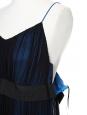 Robe de cocktail en mousseline de soie bleu marine et noire brodée de perles Px boutique 3000€ Taille 38