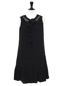 Robe sans manches col ajouré et noeud en soie mélangée noire Px boutique 1800€ Taille 36