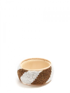 Bracelet africain large en cuir beige rosé et perles blanc nacré et cuivre doré