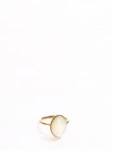 Bague dorée et pierre ovale blanc nacre Taille S/M