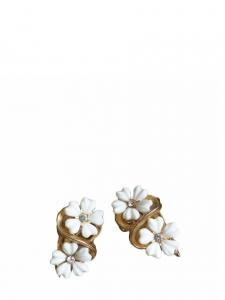 White flowers golden clip earrings
