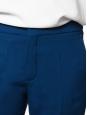 Pantalon slim en crêpe de chine bleu saphir NEUF Prix boutique 480€ Taille 38