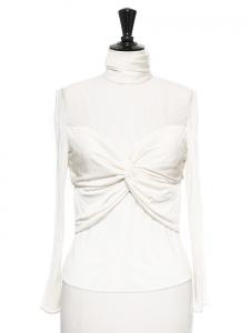 Top col montant en drapé et dentelle plumetis blanc crème Prix boutique 1300€ Taille 36