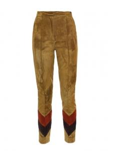 Pantalon slim fit taille haute en suède marron kaki, prune et rouge Prix boutique 1400€ Taille 34