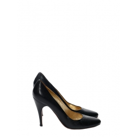 Black leather stiletto heel pumps Retail price €500 Size 38.5
