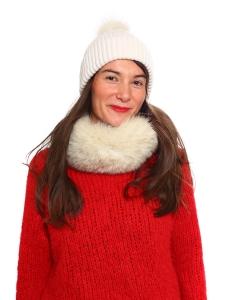 Bonnet doux en pur cachemire blanc ivoire et pompon fourrure Prix boutique 180€ Taille unique