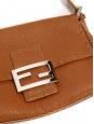 Sac Baguette en cuir grainé marron camel Prix boutique 1200€