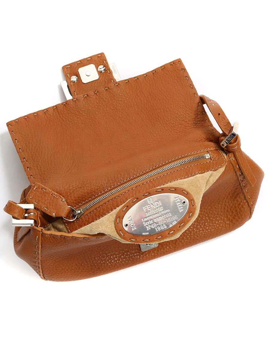 1eeed7f7bf ... BAGUETTE Camel brown grained leather shoulder bag Retail price €1200 ...