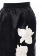 Jupe en satin bleu nuit brodé de fleurs d'orchidées Prix boutique 800€ Taille XS