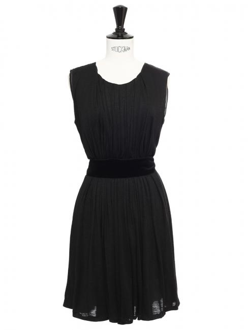 Robe sans manches en laine noire et ceinture velours Prix boutique 900€ Taille 38