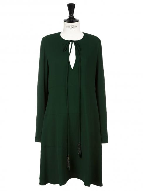 Robe manches longues en crêpe vert forêt à pompons dorés Prix boutique 1268€ Taille 38