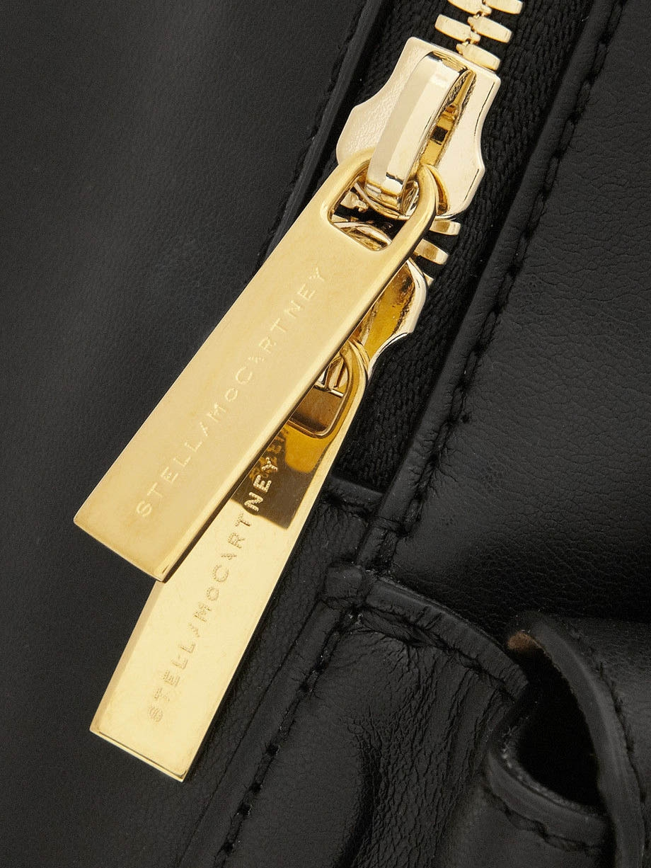 90510d76023 ... Sac à dos BECKETT noir en faux cuir eco-friendly Prix boutique 1050€