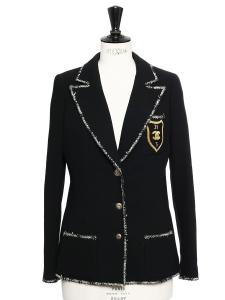 Veste blazer en crêpe de laine noir à boutons siglés, passementerie et écusson doré Prix boutique 4000€ Taille 36