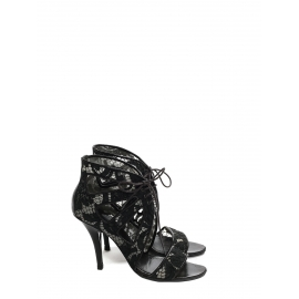Sandales à talon en cuir et dentelle noires Prix boutique 640€ Taille 37