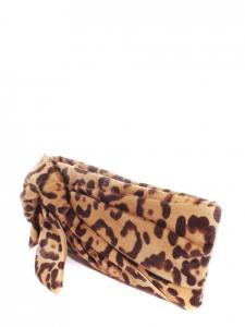 Clutch avec noeud en poulain imprimé léopard marron noisette et camel Prix boutique 850€
