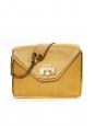 Sac SALLY moyen modèle en cuir grainé jaune abricot et chaîne dorée Prix boutique 1710€