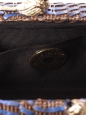 Sac du soir clutch en cuir tressé bleu et camel, fermoir oiseau et chaîne dorée Prix boutique 250€