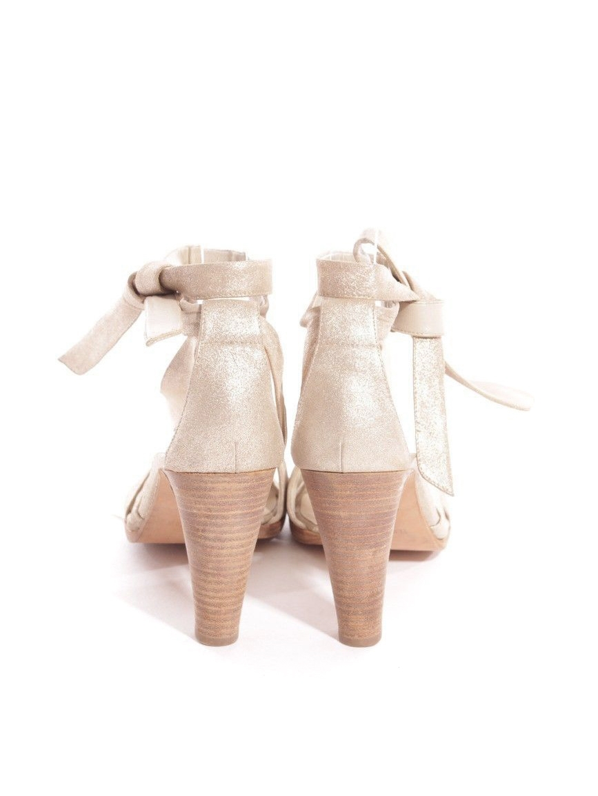 7582957bf0d672 ... Sandales à talon en cuir métallisé doré Prix boutique 750€ Taille 37 ...