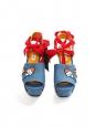 Sandales compensées en jean bleu brodé d'écussons, ruban cheville rouge NEUVES Prix boutique 155€ Taille 38
