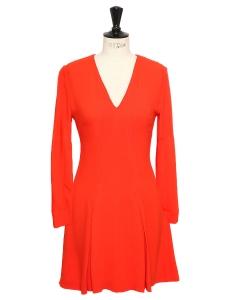 Robe en crêpe rouge rubis cintrée et évasée Prix boutique 950€ Taille 36