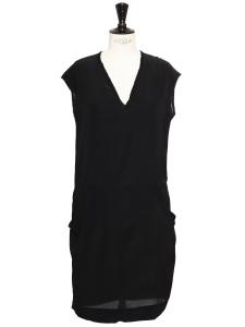 Robe courte légère sans manche col V en soie noire Taille 36