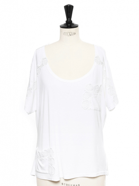White short sleeved t-shirt embroidered with flower laces Retail price €300 Size 38