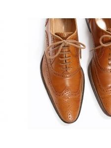 Chaussures Richelieu en cuir perforé camel Prix boutique 475€ Taille 37