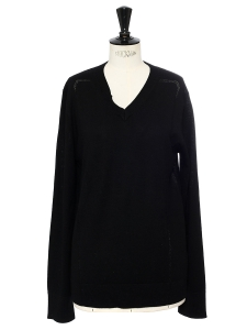 Black wool v neck sweater Retail price €650 Size 40