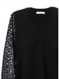 Pull col V en laine fine noir et manches dentelle crochet Prix boutique 850€ Taille S