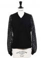 Pull col V en laine fine noir et manches dentelle crochet Prix boutique 850€ Taille 38