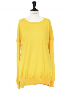 Pull manches longues en laine vierge et soie jaune Prix boutique 600€ Taille 40