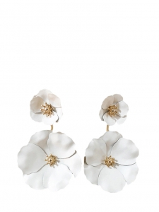 White petal flowers with gold hearts pierced ear earrings