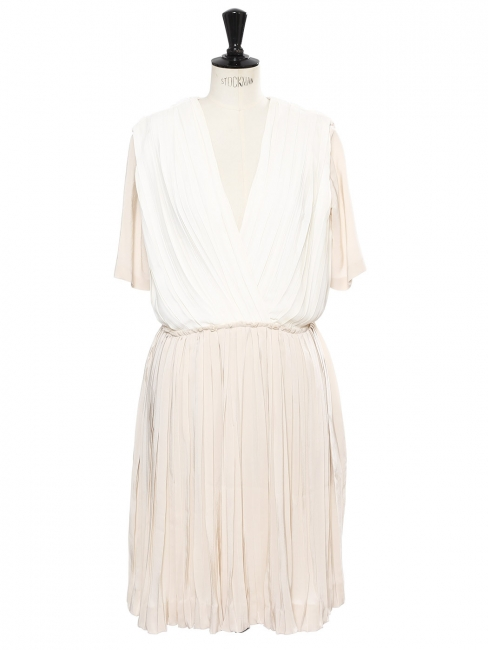 Robe manches courtes cintrée en soie plissée ivoire et beige rosé Prix boutique 1790€ Taille 38