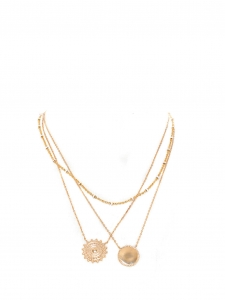 Ensemble de trois colliers pendentifs chaînes et médailles dorées
