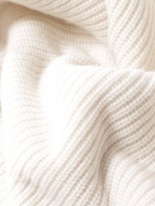 Pull col roulé en cachemire et laine épaisse blanc crème Prix boutique 1200€ Taille 36