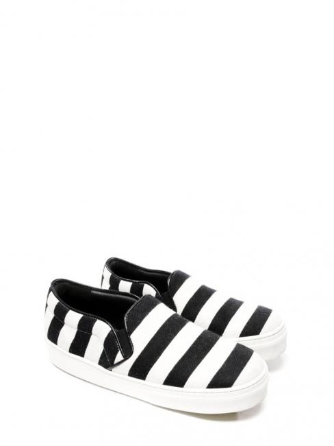 Baskets slippers en tissu et cuir rayé noir et blanc Prix boutique $670 Taille 36